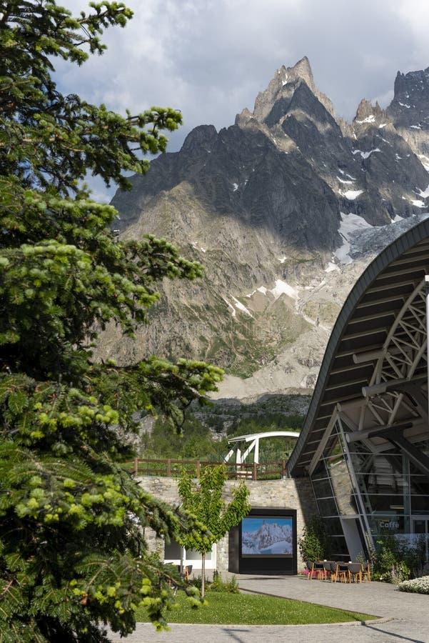 Station du téléphérique Skyway Monte Bianco photographie stock libre de droits