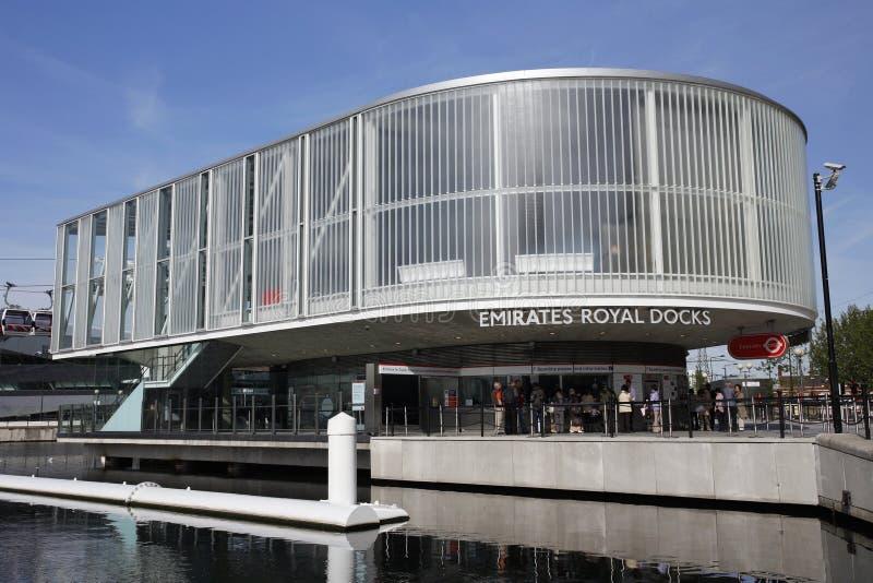 Station, Emirat-königliche Docks am Ende lizenzfreie stockfotos