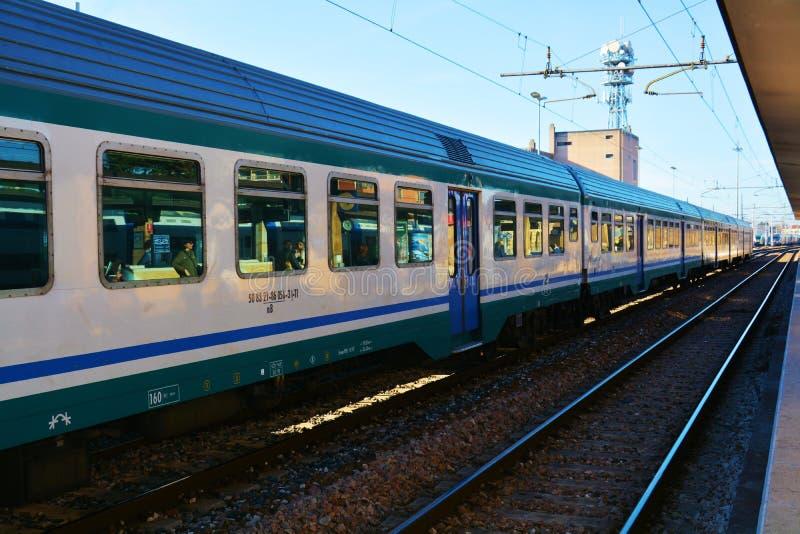 Station en trein, de stad van Treviso stock foto's
