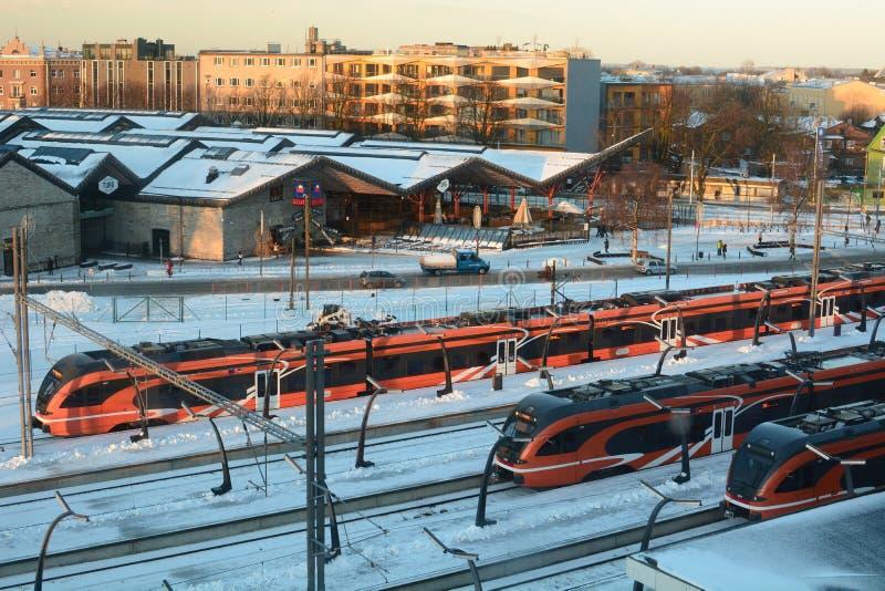 Station et marché baltiques de station à l'hiver tallinn l'Estonie image stock
