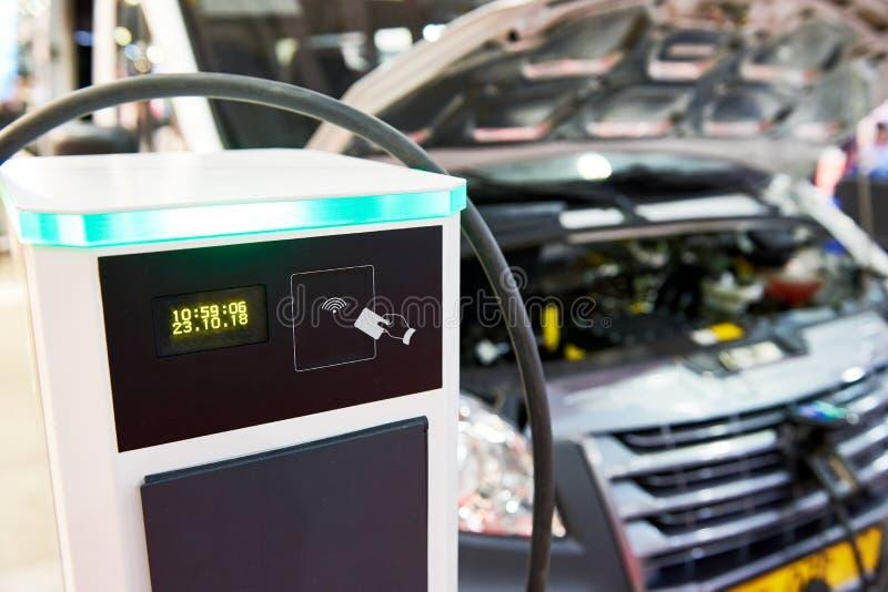 Station för elektrisk laddning för bilar arkivbild