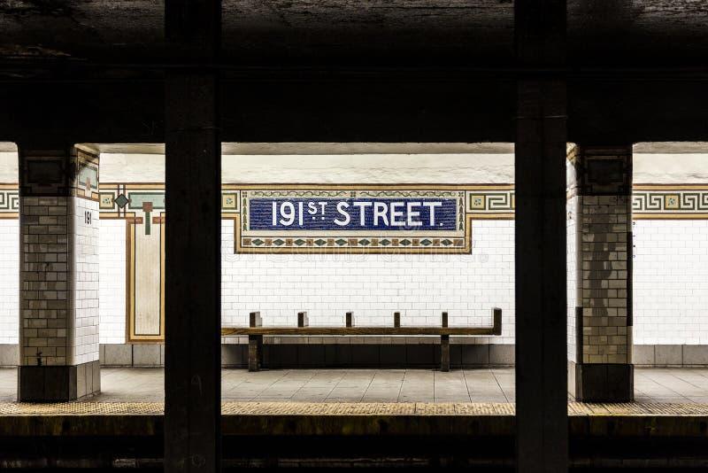 Station för gångtunnel för gata för gammalt tappningtecken 191. i Bronxen royaltyfri foto