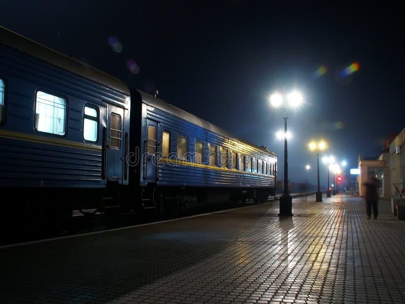 station för nattstångväg fotografering för bildbyråer