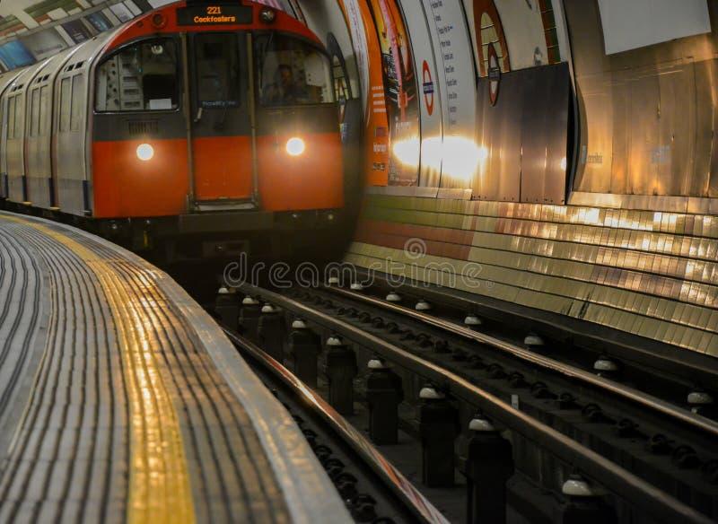 Station för Piccadilly cirkusrör - London fotografering för bildbyråer