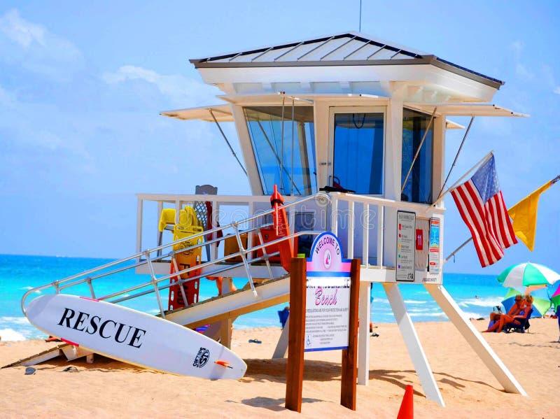 station för strandlivräddareräddningsaktion arkivbild
