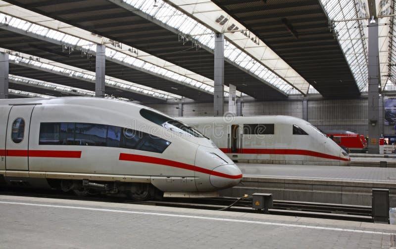 Station in München duitsland stock afbeeldingen