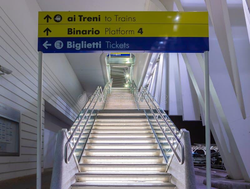 Station Reggio Emilia de train ? grande vitesse photo stock
