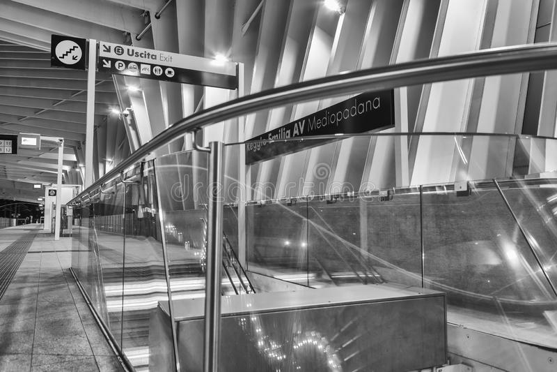 Station Reggio Emilia, signal de train ? grande vitesse pour handicap? photographie stock libre de droits