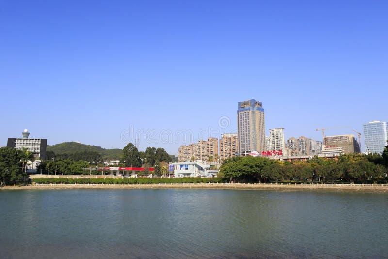 Station service au rivage du nord du lac de yuandang photos libres de droits