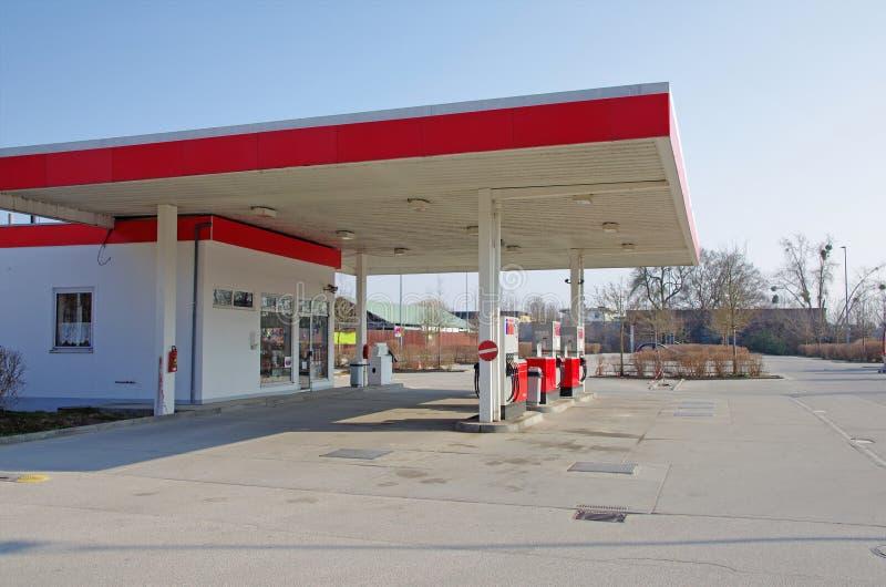station service d 39 essence de voiture photo stock image 51458136. Black Bedroom Furniture Sets. Home Design Ideas