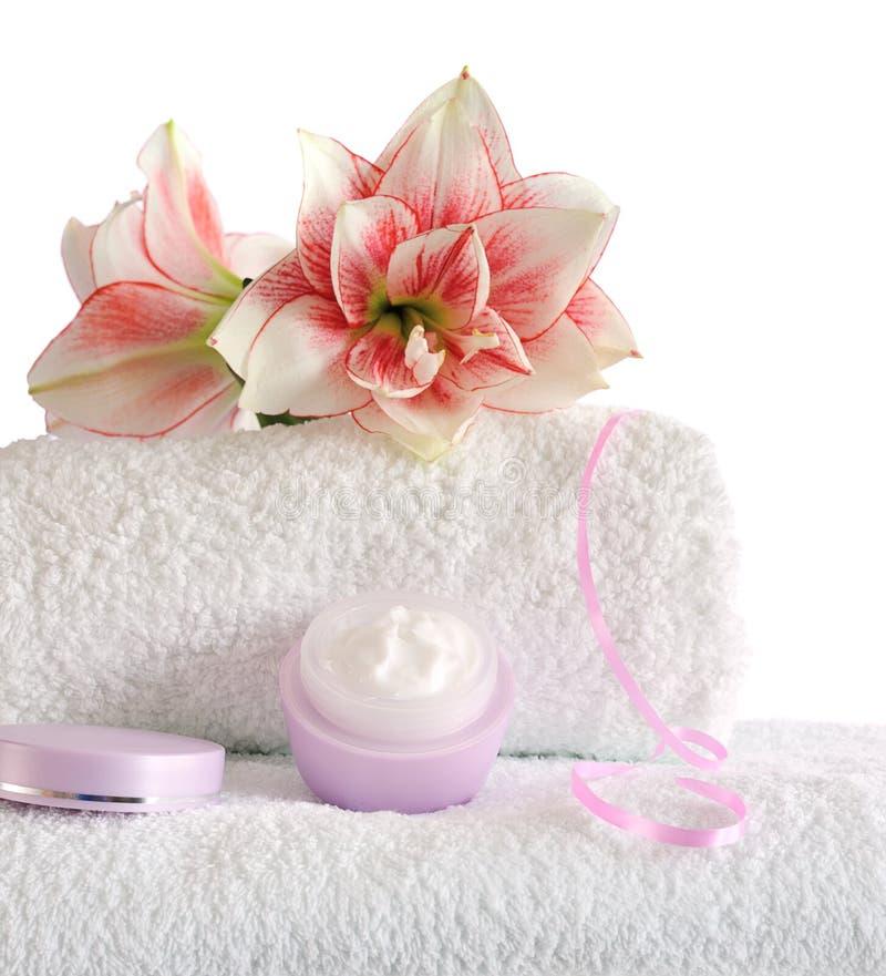 Station thermale avec les fleurs roses image libre de droits