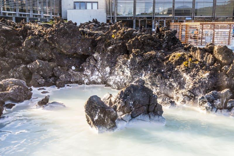 Station thermale dans la lagune bleue sur l'Islande photos libres de droits