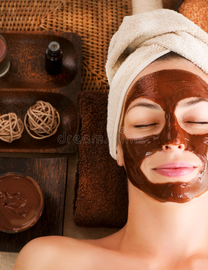 Station thermale de massage facial de masque de chocolat photographie stock
