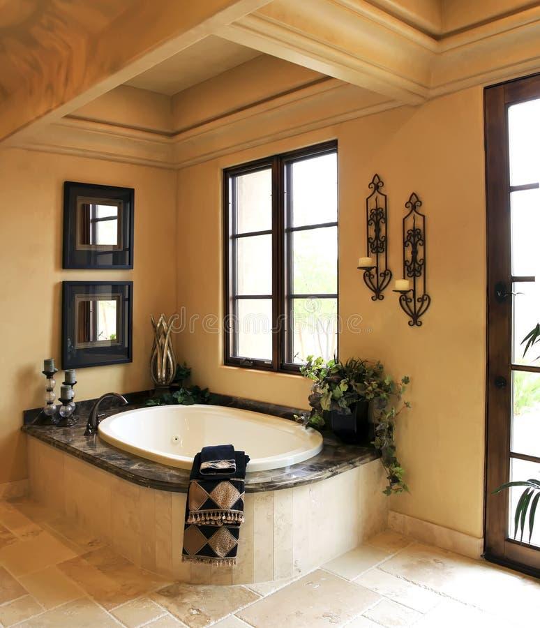 station thermale de ressource de manoir de salle de bains photographie stock libre de droits