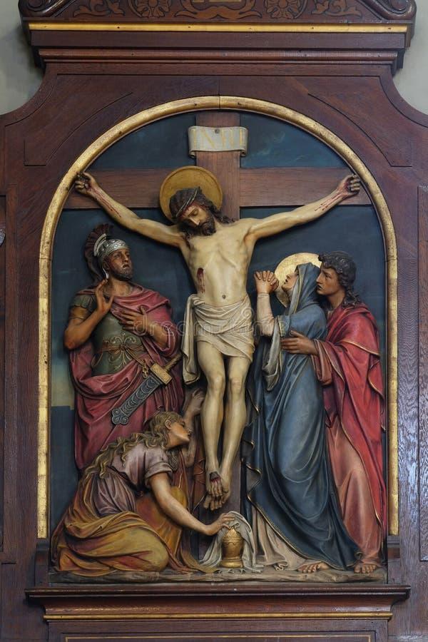 12. Stationen des Kreuzes, Jesus stirbt an der Kreuzung, Basilika des Heiligen Herzens Jesu in Zagreb lizenzfreies stockfoto