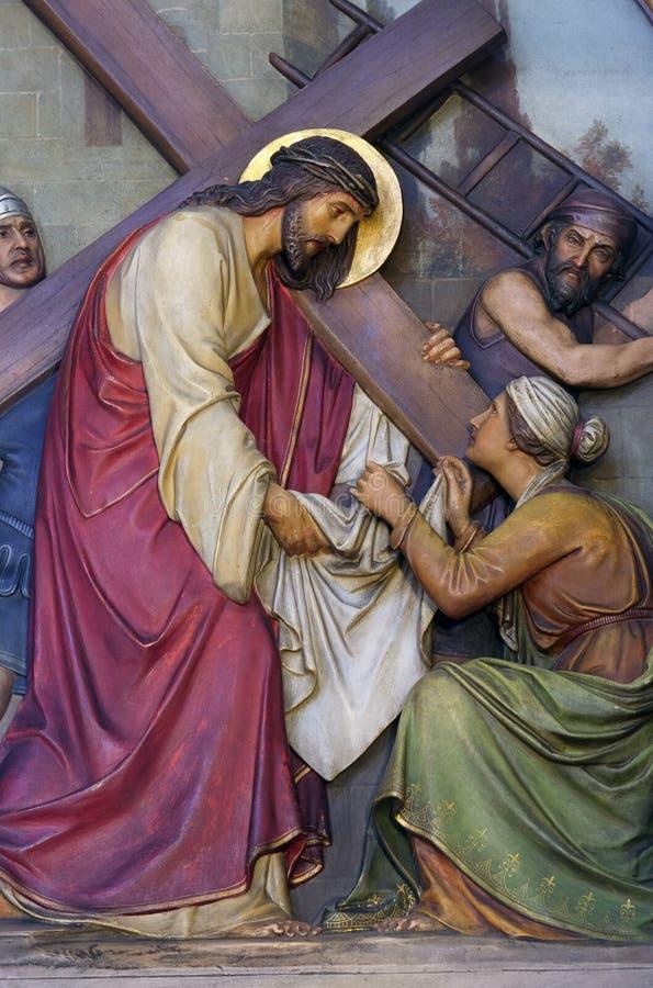6. Stationen des Kreuzes, Veronica wischt das Gesicht von Jesus ab stockbild