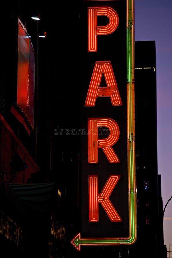 Stationnement au néon image stock