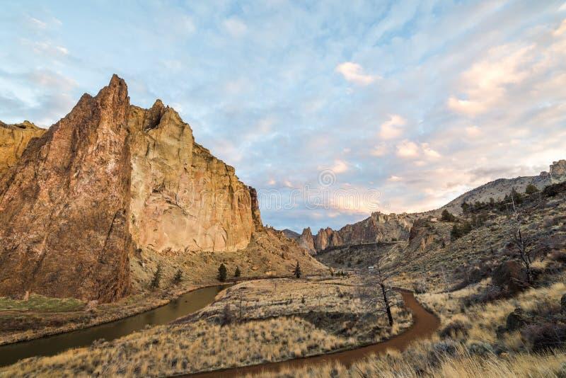 Stationnement d'état de roche de Smith en Orégon image stock