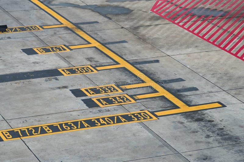 Stationnement d'avion images libres de droits
