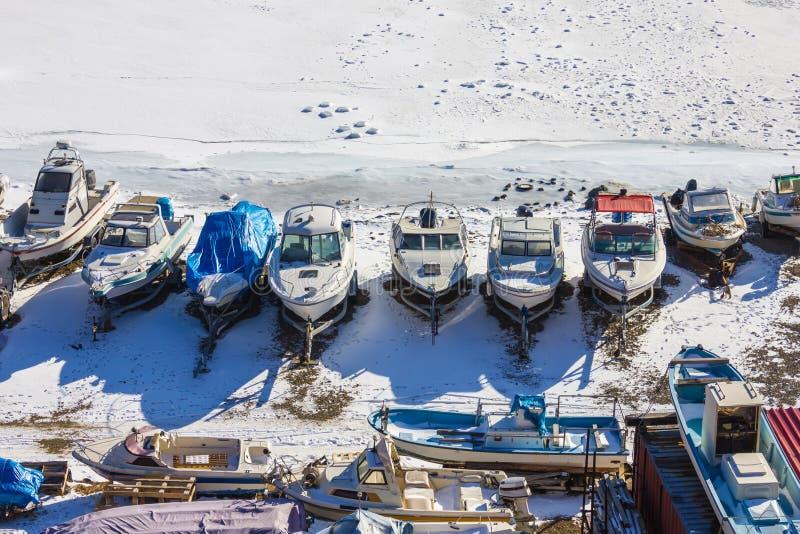 Stationnement d'hiver pour des yachts, marina photo libre de droits