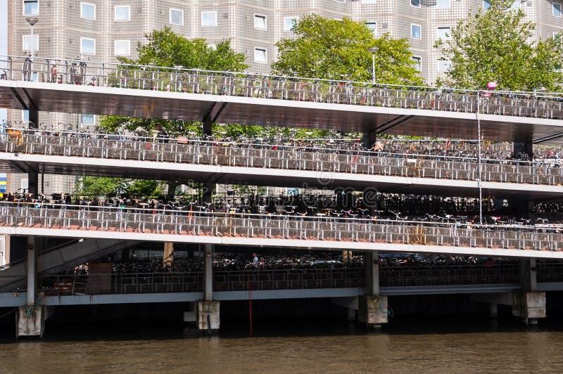 Stationnement de bicyclette à Amsterdam photo libre de droits