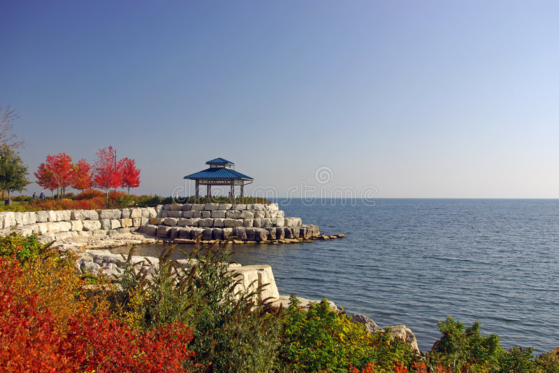 Stationnement de bord de mer d'automne image stock