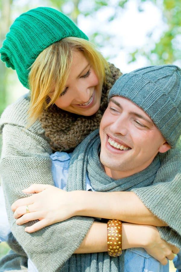 Stationnement de couples photo libre de droits
