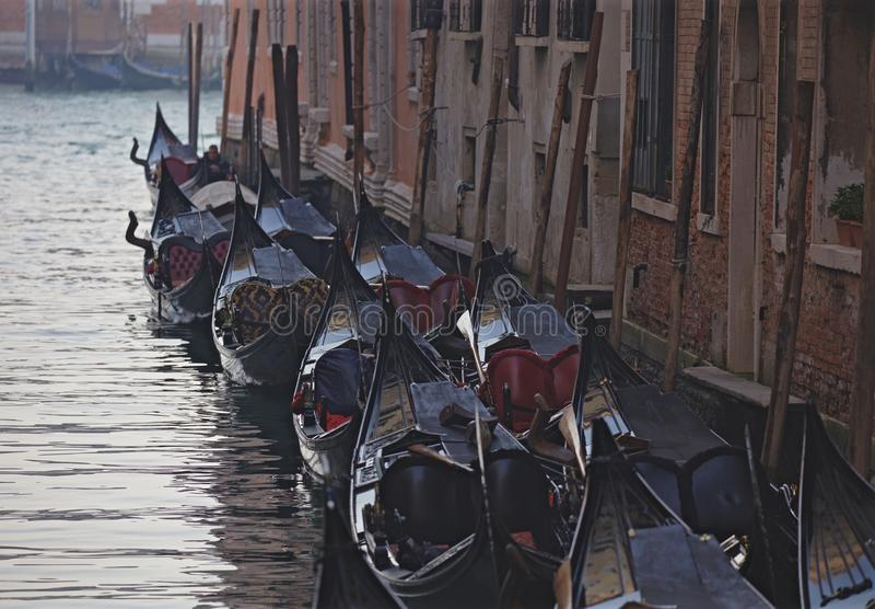 Stationnement de gondole à Venise photo libre de droits