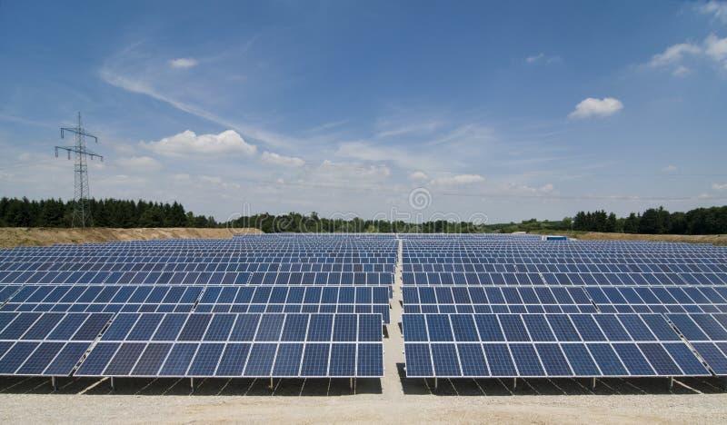 Stationnement de panneau solaire images stock