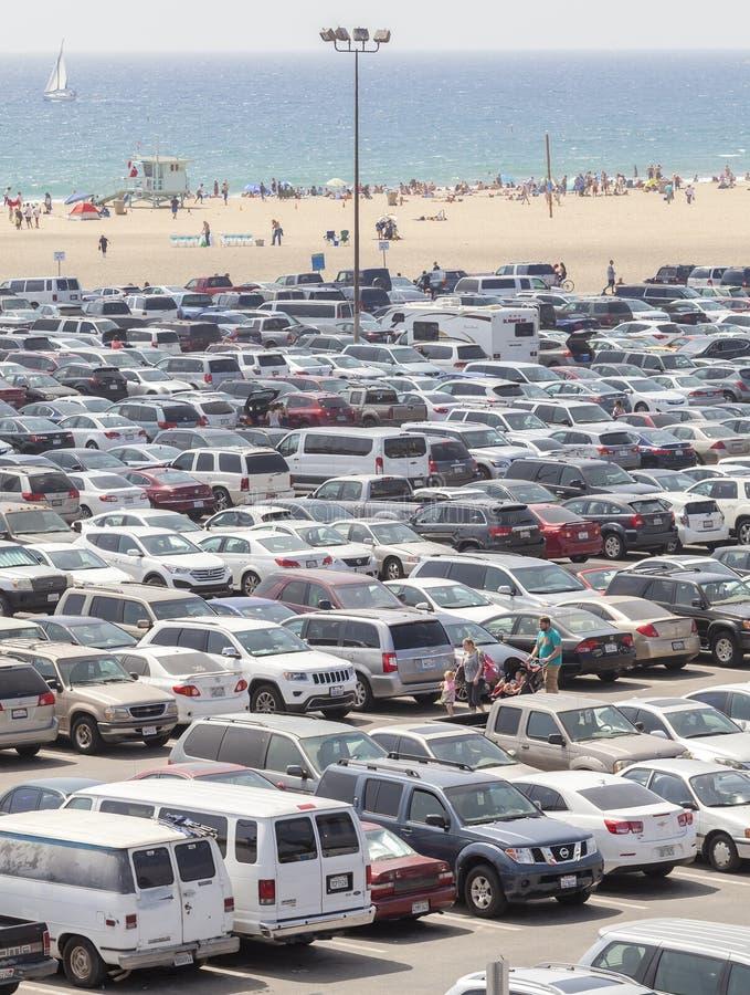 Stationnement de Santa Monica Pier rempli de voitures images libres de droits