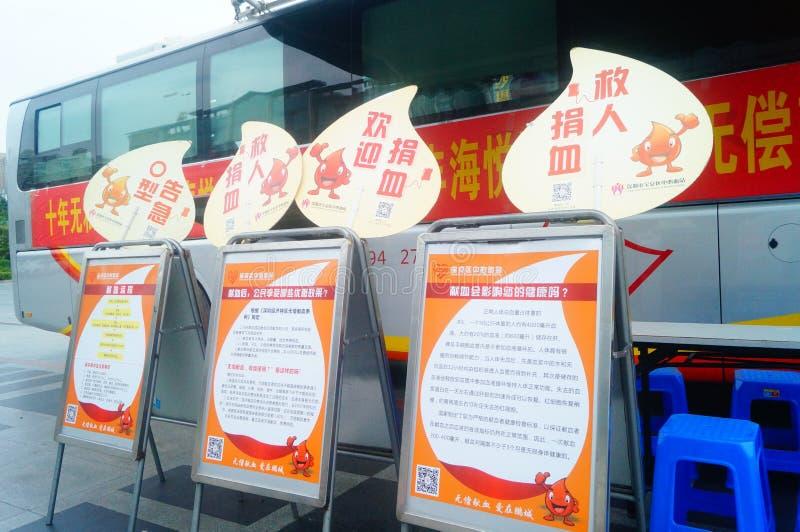Stationnement de véhicule obligatoire de campagne de don du sang de sang photos libres de droits
