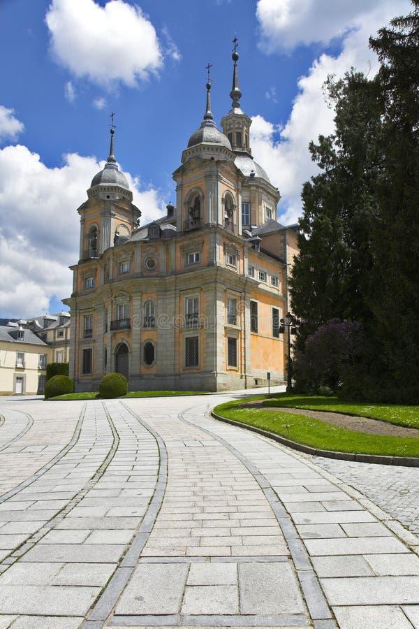 Stationnement et palais antiques magnifiques image stock