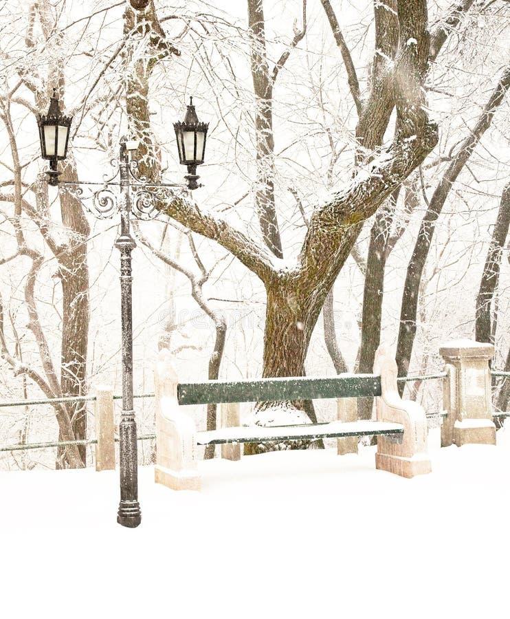 Stationnement gentil en hiver images libres de droits