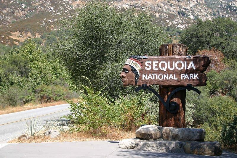Stationnement national de séquoia - entrée photo stock