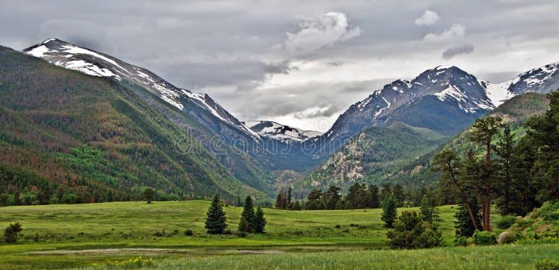 Stationnement national Vista de montagne rocheuse photo libre de droits