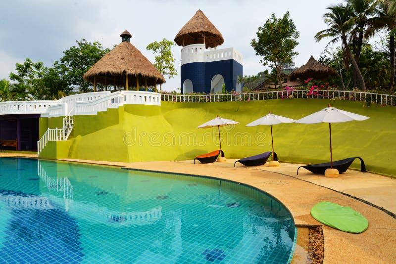 Stations de vacances de piscine photographie stock