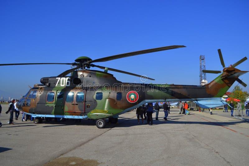 Statisk sidosikt för puma AS-532 royaltyfri foto