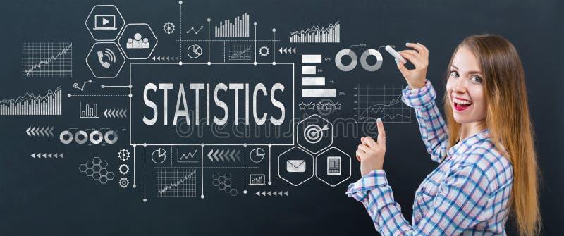 Statistiken mit junger Frau stockbilder
