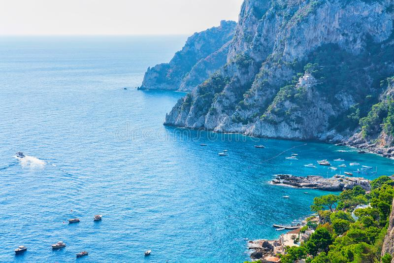 Statki przy Marina Piccola w Tyrrhenian morzu Capri wyspa fotografia royalty free