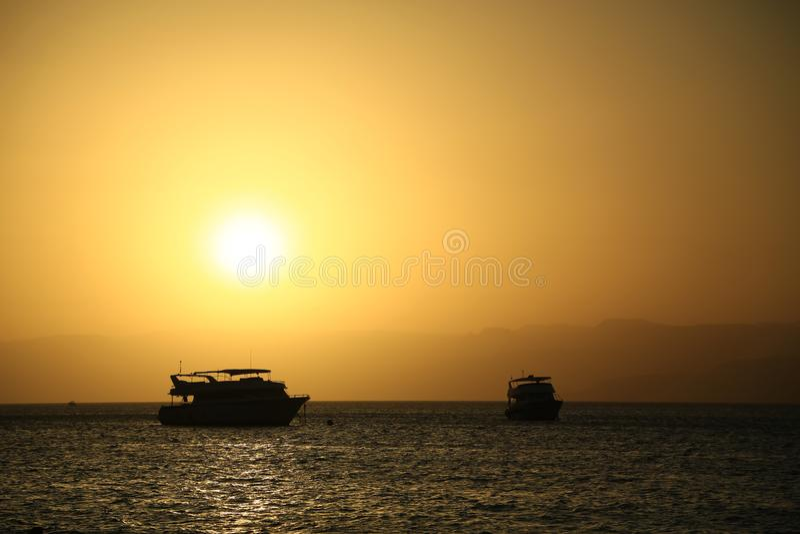 Statki w morzu blisko Aqaba miasta, Jordania fotografia royalty free