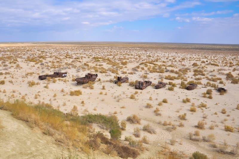 Statki w pustyni na poprzednim miejscu Aral morze fotografia royalty free