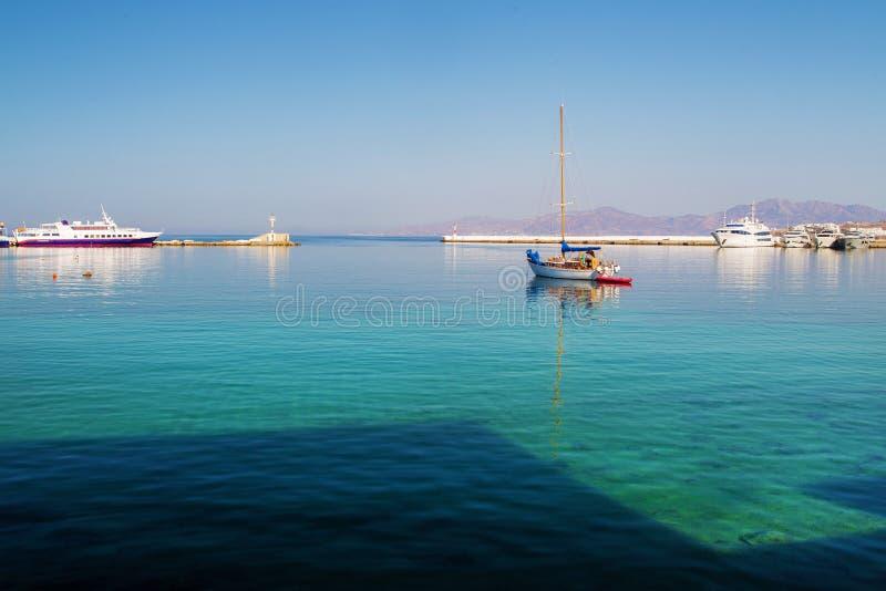 Statki w starym porcie w Mykonos miasteczku fotografia royalty free