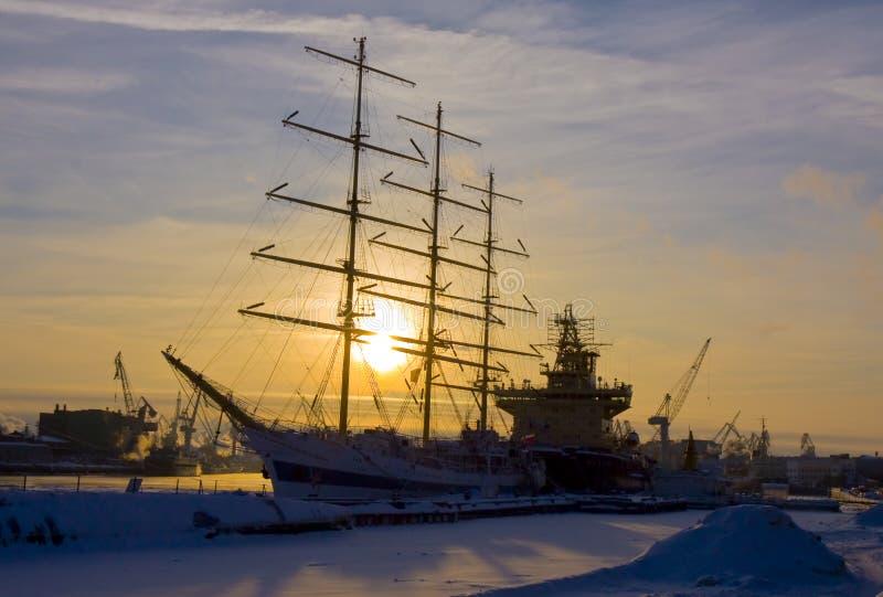 Statki w zimie, St. Petersburg obraz stock