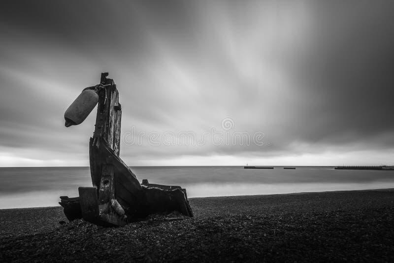 Statku wrak na hastings miasteczka starej plaży fotografia royalty free