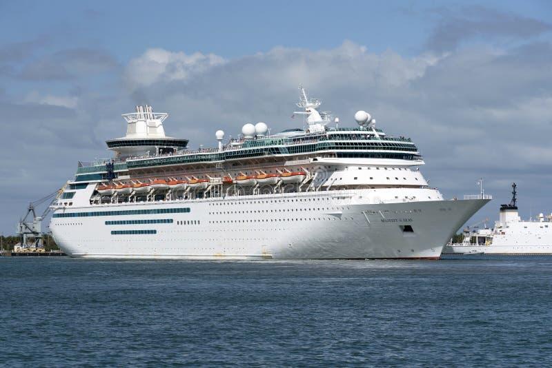 Statku wycieczkowego odjeżdżania portu Canaveral Floryda usa fotografia stock