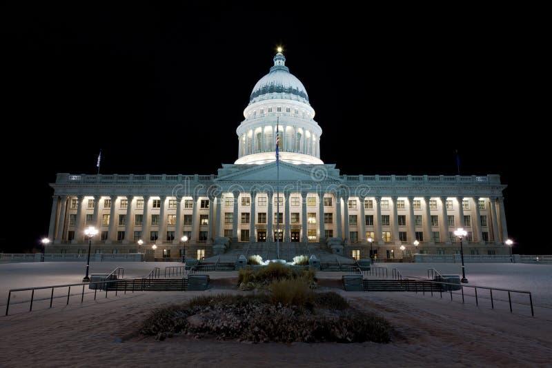 Stato Campidoglio dell'Utah che costruisce alla notte immagini stock libere da diritti