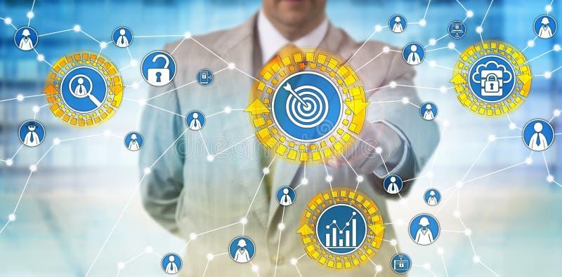 Stats de Identifying Customer Usage del hombre de negocios foto de archivo libre de regalías