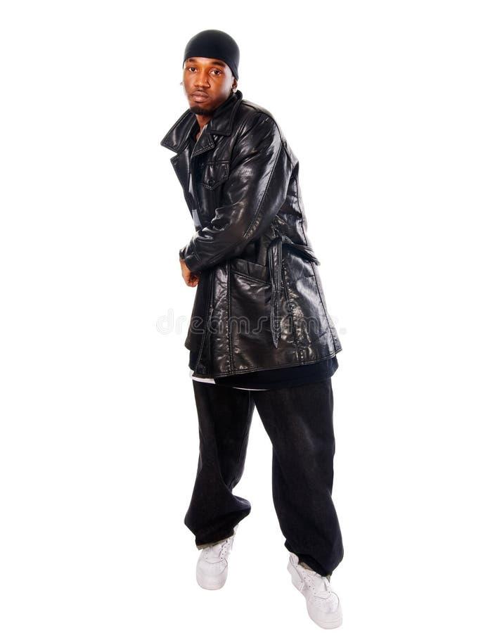 Stattlicher Hip-hopjunger Mann auf Weiß stockfotos