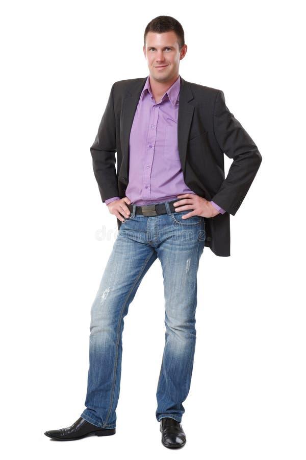 Stattlicher junger Mann, der auf weißem Hintergrund steht lizenzfreie stockbilder