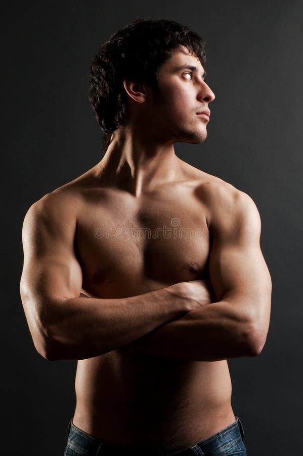 Stattlicher muskulöser Mann stockfoto